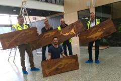 Fra montering av relieffer av Fauske som er en av tre kunstnere KsN bruker for Utsmykingsoppdrag for Kræmer Eiendom AS