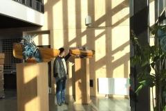 Utsmykkingsoppdrag for Kræmer Eiendom AS, kuratert av KsN ved Kristin Josefine Solstad. Skulpturer (to stk)  av Bjørn Elvenes i rom opplevelse ut mot havet 2018