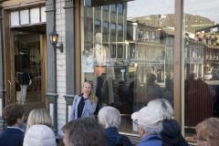 Kunstløypa, kuratert av KsN, 20 verk plassert i vindu langs Storgate og Kirkegata i anledning Tromsø bys 225 års jubileum, fra åpningsvandringen juni 2019