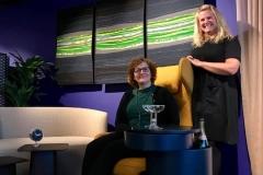Kunstner Britt Inger Berntsen og Salgssjef Senab Eikland AS Tromsø. Kobling av kunst og næring av KSN